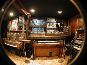 Synthesizer Audio Room